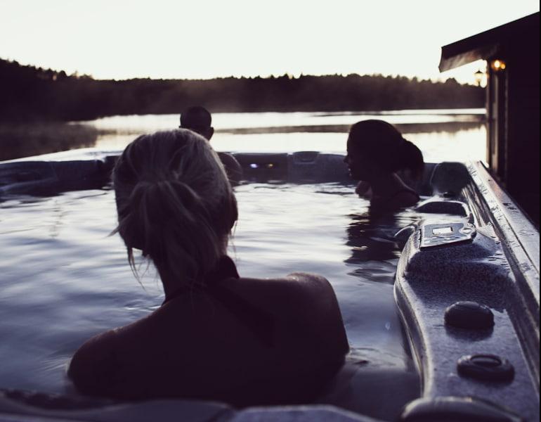 Spa-bad och bastu på Bryggan vid Mälarens strand